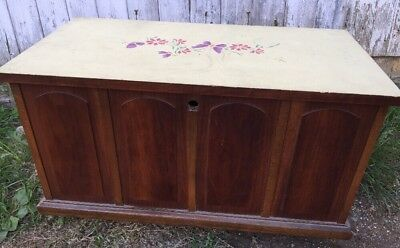 """Lane Cedar Chest Record Cabinet on Casters Lock Removed 29 1/4""""l X 15.5""""d X 17""""h"""