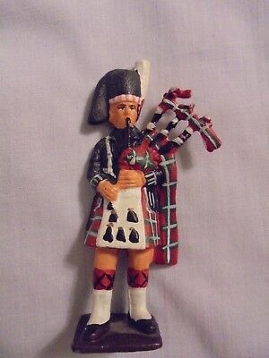 Vintage collectible Scottish soldier with kilt bagpipe figurine, 3 inches high
