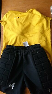 NIKE Goalkeeper shorts BOYS and training top Age 10-12