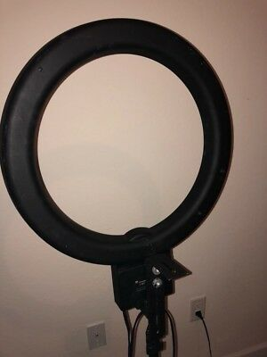 Studio Camera Diva Ring Light works perfect
