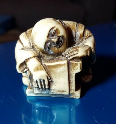 Genuine unsigned netsuke carved figure