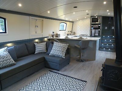60 x 12 Foot Widebeam Liveaboard Boat **CRICK SHOWBOAT** Current Price £102,000
