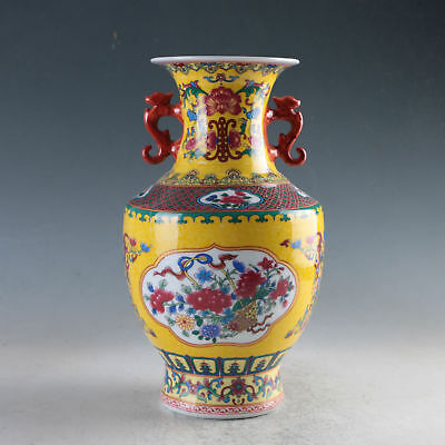 China Colorful Porcelain Hand-Painted Flowers Vase Made During Daqingqianlong