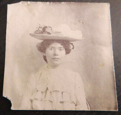 ORIGINAL ANTIQUE PHOTO WOMAN PORTRAIT WEARING HAT WITH FLOWER EARLY 1900's