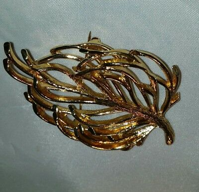 Vintage Estate Jewelry Gold Tone Metal Signed Monet Leaf Or Bow Pin Brooch