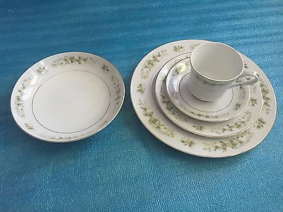 5 Piece Place Setting M Fine China of Japan NATALIE floral pattern #3904
