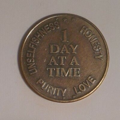 AA COIN ALCOHOLICS ANONYMOUS BRONZE ONE DAY AT A TIME Token Medallion
