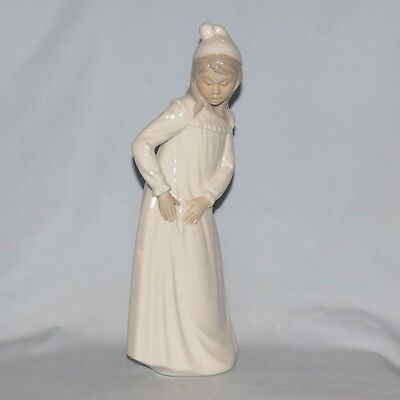 Nao by Lladro Handmade in Spain figurine Girl in Nightdress