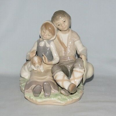 Lladro Handmade in Spain figure Boy and Girl and Puppy figure group Friendship