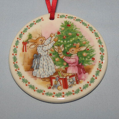 Royal Doulton Bunnykins 1994 Trimming the Tree Christmas ornament original box