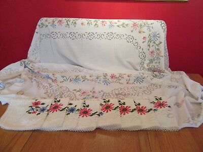 "Vintage   large Lacey Tablecloth   6ft 4"" x 5ft & 8 napkins"