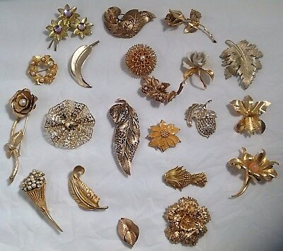 Lot of 21 VINTAGE Golden Flower/Leaf Pins BROOCHES Mixed MATERIALS & TYPES DD18