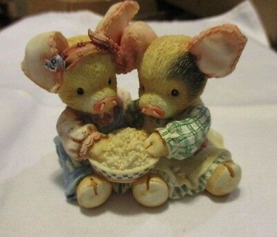 """ENESCO Little Piggy Figurine """"Never A Boar With You""""  2 Pigs with Popcorn 1994"""