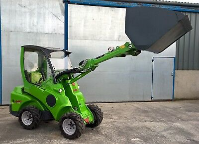 AVANT MINI LOADER, TELE-HANDLER 2016, 4x4, LOW HOURS, VGC. BULK & G.P. BUCKET.