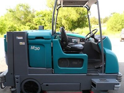 Tennant M30 sweeper/scrubber L.P. Totally Serviced very low hrs. 1700