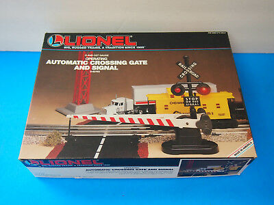 Lionel Automatic Crossing Gate ans Signal 6-62162  0 scale Model train Layout
