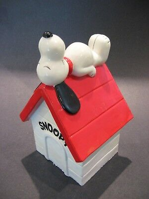 Vintage 1970's Peanuts Snoopy Sleeping House Coin Bank Made in japan Stopper