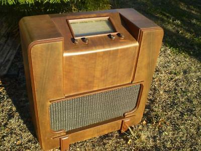 Retro vintage Music masters radio in cabinet in working condition collectable