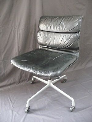 Vintage Herman Miller Eames Leather Classic Design Chair