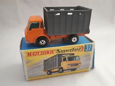 Matchbox Superfast 37 Cattle Truck With 2 Cattle