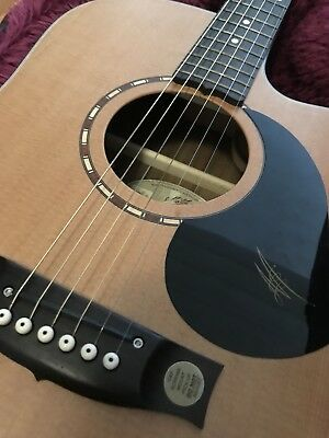Maton Em325c electric acoustic cutaway guitar with Maton hard case