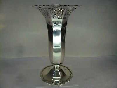 GOLDSMITHS & S'smiths Solid SILVER Vase, London 1911