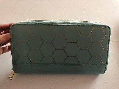 Kikki.k Green travel wallet - many compartments - great design. As new Condition