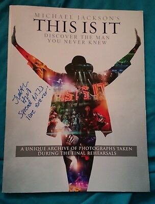 michael jackson Judith Hill signed this it book very rare