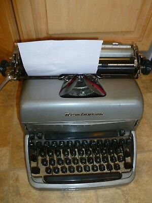 VINTAGE 1940'S REMINGTON RAND Typewriter