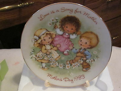 """AVON Mother's Day 5"""" Ceramic Plate""""LOVE IS A SONG FOR MOTHER"""" 22K Gold Trim 1983"""