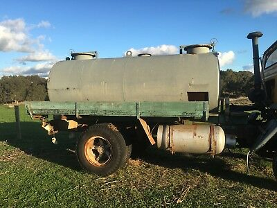 water truck, fire truck, 5 to 6 thousand litres, water tank, international acco