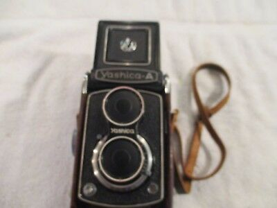 Vintage Yashica-A Twin Lens Reflex Camera w/leather Case Yashimar Lens F=80mm