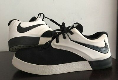 Nike Youth Sneaker Unisex Size 7Y US/ 40EUR. Black And White