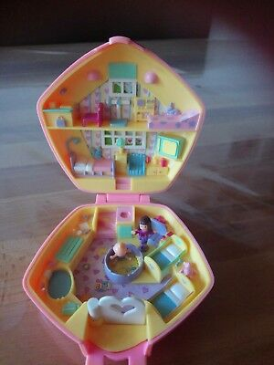 Polly Pocket Mini Polly in the Nursery 1992 Kindergarten Kinderklinik Doktor