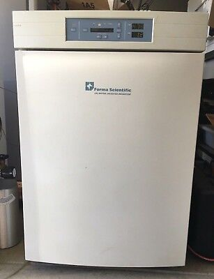 Forma / Thermo Scientific Model 3110 CO2 Incubator, 3 shelves, 115V, Tested