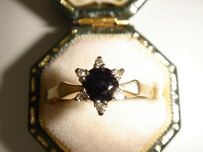 An Exquisite 18ct Solid Gold, Sapphire & Diamond Ring