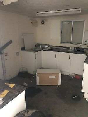 Container With Kitchen 32ft