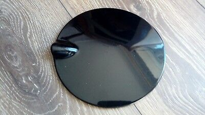Ford Focus Mk2 Fuel Flap In Panther Black And Another In Blue