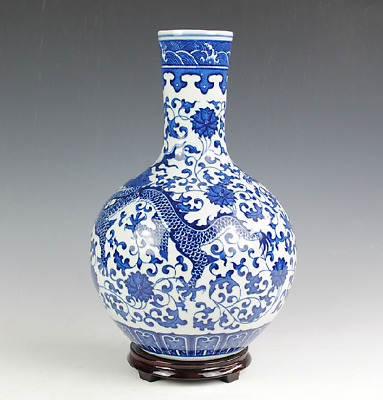 Superb Chinese Blue And White Porcelain Hand Painted Dragon Vase