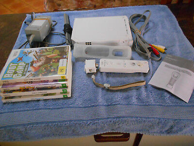 Wii WHITE CONSOLE & GAMES BUNDLE MOTION CONTROLLER SENSOR CABLES  V GD COND