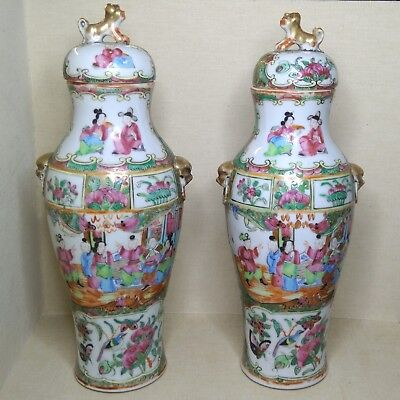 Antique A pair of Chinese small porcelain vases, 19th century.