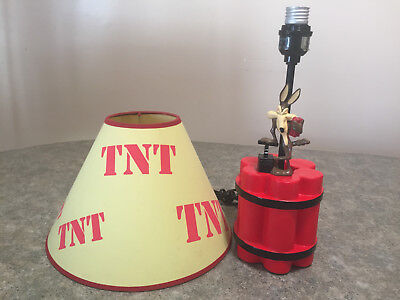 Vintage RARE Wile E Coyote 1997 Warner Brothers TNT Table Lamp w/ MATCHING SHADE