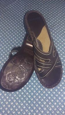 ef4a3e08c30f03 Women s Casual Brown Leather Dockers Sandals. Like Flip flops Size 10M