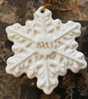 Avon 1983 Christmas Remembrance Ceramic Snowflake in Box