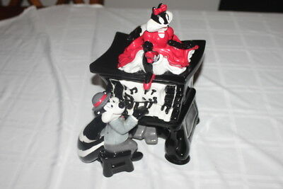 Warner Brothers.pepe Le Pew Playing Old Piano And Penelope Red Dress  Cookie Jar