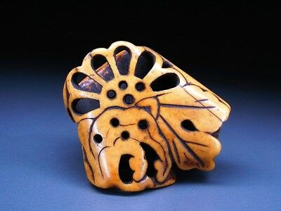 Fine carved Flower NETSUKE 18-19thC Japanese Edo Antique for INRO  f381