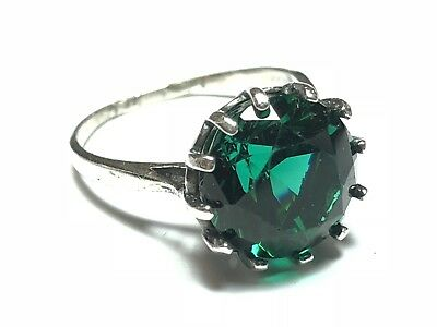 Beautiful Ladies Sterling Silver Large Green Glass Stone Ring - Size 8.75