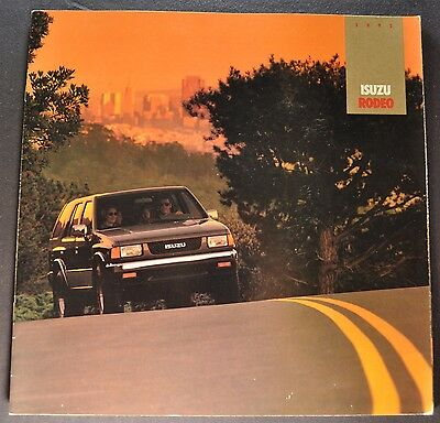 1992 Isuzu Rodeo Catalog Sales Brochure 4x4 Excellent Original 92