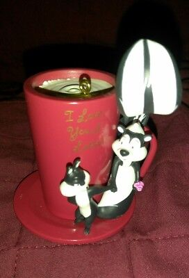 Hallmark Ornament: LOVE YOU A LATTE -Pepe Le Pew - Looney Tunes - Dated 2006