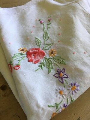"""Vintage Linen Tablecloth With Beautiful Hand Embroidered Flowers - Wedding-51"""""""